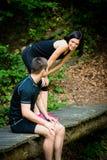Le couple détend après avoir pulsé Photo libre de droits