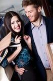 Le couple dans l'amour est dans le magasin Photo stock