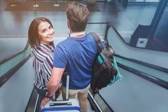 Le couple dans l'amour a le voyage ensemble Photos libres de droits