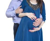 Le couple de famille apprécie un moment de peacefull attendant un bébé Photo libre de droits