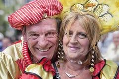 Le couple heureux apprécie le T-défilé annuel à Tilburg, Pays-Bas Photographie stock