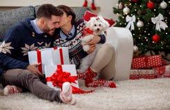 Le couple, Noël, Noël, hiver, concept de bonheur présente les FO Photo stock