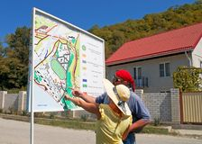 Le couple voit le plan de station de vacances Photographie stock