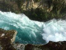 Le courant de précipitation sauvage de Huka tombe le Nouvelle-Zélande image libre de droits