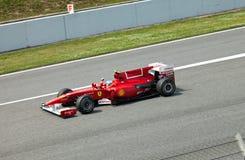 Le coureur de Ferrari en fonction pendant la formule 1 Photographie stock libre de droits