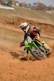 Le coureur de motocyclette tourne brusquement Image libre de droits