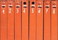 Le courrier enferme dans une boîte le fond Images stock