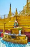 Le courrier planétaire dans Shwemawdaw Paya, Bago, Myanmar image libre de droits