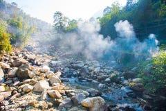 Le cours d'eau de la rivière de la montagne Photographie stock libre de droits