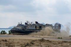 Le coussin des USA Marine Corps Landing Craft Air ou le LCAC débarque sur le b Photos libres de droits