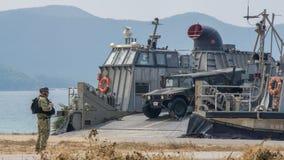 Le coussin des USA Marine Corps Landing Craft Air ou le LCAC ouvre la rampe pour Images libres de droits