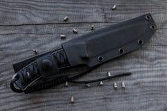Le couteau de chasse dans une couverture La position diagonale Images libres de droits