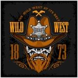 Le cowboy Skull dans le chapeau et les shérifs se tiennent le premier rôle Photographie stock libre de droits