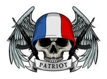 Le crâne militaire ou le crâne de patriote avec des FRANCES marquent le casque Photographie stock