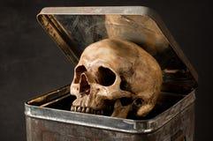 Le crâne soit de seau photos libres de droits