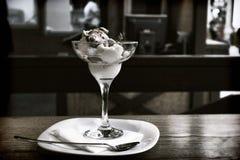 Le crème sur une table dans un café Photo stock