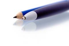 Le crayon lecteur bleu et corrigent Photos libres de droits