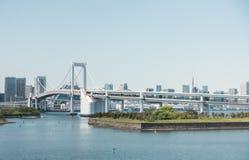 Le croisement de pont en arc-en-ciel de Tokyo à Odaiba Photos stock