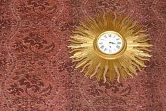 Le cru Sun rayonne l'horloge Image libre de droits