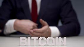 Le crypto bitcoin électronique de devise est argent avantageux d'investissement banque de vidéos