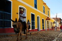Le Cuba : Les maisons de colourfull de Trinidas sont une attraction touristique photos libres de droits