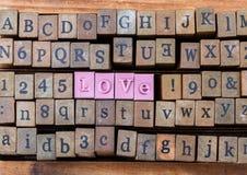 Le cube en bois font le mot, Images stock