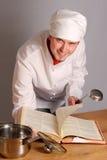 Le cuisinier avec une poche photos stock