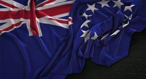 Le cuisinier Islands Flag Wrinkled sur le fond foncé 3D rendent Images libres de droits
