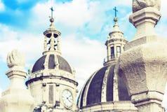 Le cupole della cattedrale hanno dedicato al san Agatha La vista della citt? di Catania, Sicilia, Italia immagini stock