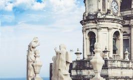 Le cupole della cattedrale hanno dedicato al san Agatha La vista della citt? di Catania, Sicilia, Italia immagine stock
