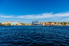 Le Curaçao à travers la Manche images stock
