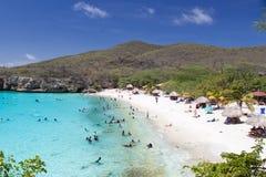Le Curaçao échouent avec un bon nombre de visiteurs images stock