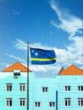 Le Curaçao diminuent par le plâtre bleu image stock
