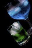 Le Curaçao et absinthe bleus dans une glace photographie stock libre de droits