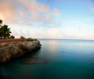 Le Curaçao par la plage photographie stock