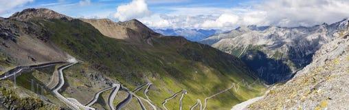 Le curvature di Stelvio Road Immagine di colore Fotografia Stock Libera da Diritti