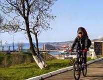 Le cycliste. Images libres de droits