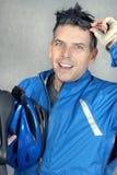 Le cycliste regarde à l'appareil-photo 2 Photo stock