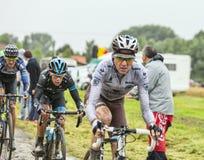 Le cycliste Richie Porte sur une route pavée en cailloutis - Tour de France 2014 Photographie stock