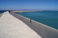 Le cycliste seul à Héraklion Photo libre de droits