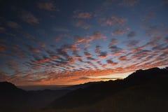 Le début d'un jour sur la montagne Photographie stock