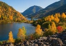 Le début de l'automne en montagnes Photo libre de droits