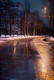 Le début de l'hiver dans la ville images libres de droits
