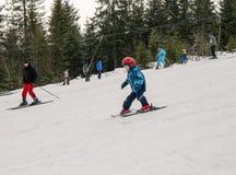 Le début de la saison de ski dans les Carpathiens photographie stock libre de droits