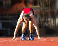 Le début du sprinter dans l'athlétisme image libre de droits