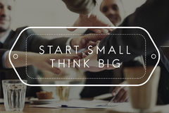 Le début petit pensent que les grandes idées futées inspirent le concept de vision image stock