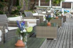 Le décor de mariage fleurit la violette bleue Image stock