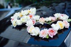 Le décor de voiture de mariage fleurit le bouquet décoration de voiture Photo libre de droits