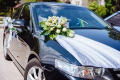 Le décor de voiture de mariage fleurit le bouquet décoration de voiture Photographie stock libre de droits