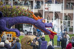 Le défilé de fleur aux Pays-Bas au printemps image stock